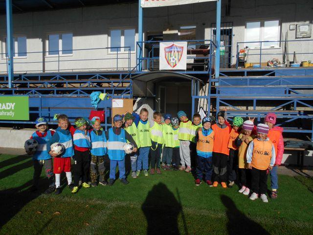 Sportovní dopoledne na fotbalovém hřišti