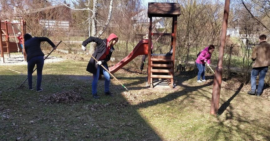Jarní úklid zahrady v MŠ Žďárská